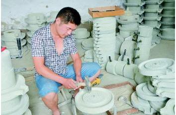 济南小伙开网店卖石磨 每年卖8000多个